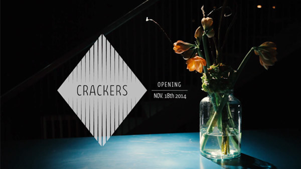 CRACKERS OPENING